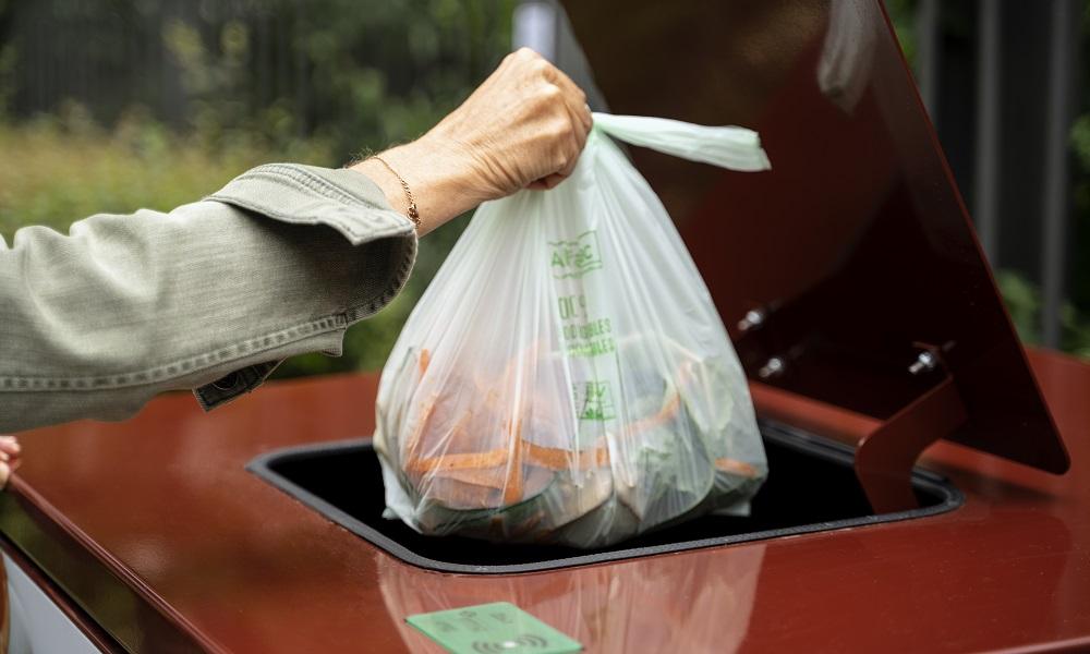 Une expérimentation de tri à la source et de collecte des déchets alimentaires en sac biosourcé et compostable